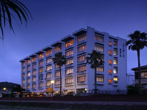 鴨川ユニバースホテルの外観